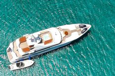 Yacht charter in Catalonia Hakvoort 38m PERLE BLEUE