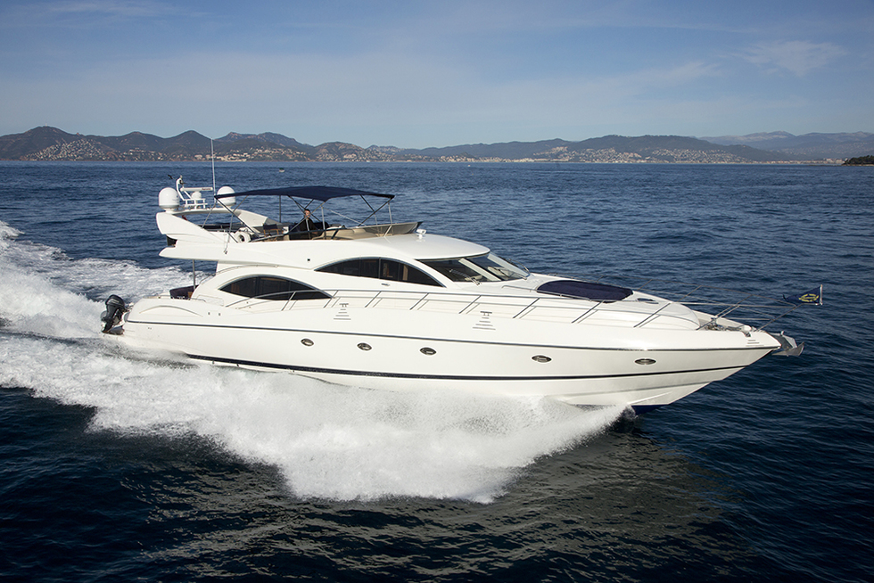 Charter Sunseeker Manhattan 74 Arcon Yachts