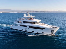 Yacht charter in Miami Narvalo