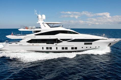 Yachts for sale in Cannes Benetti Veloce 140