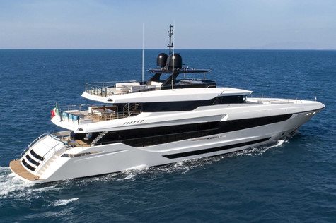 Yachts for sale in Greece Mangusta Oceano 43m