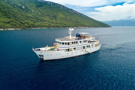 Yacht charter in Indonesia DONNA DEL MARE