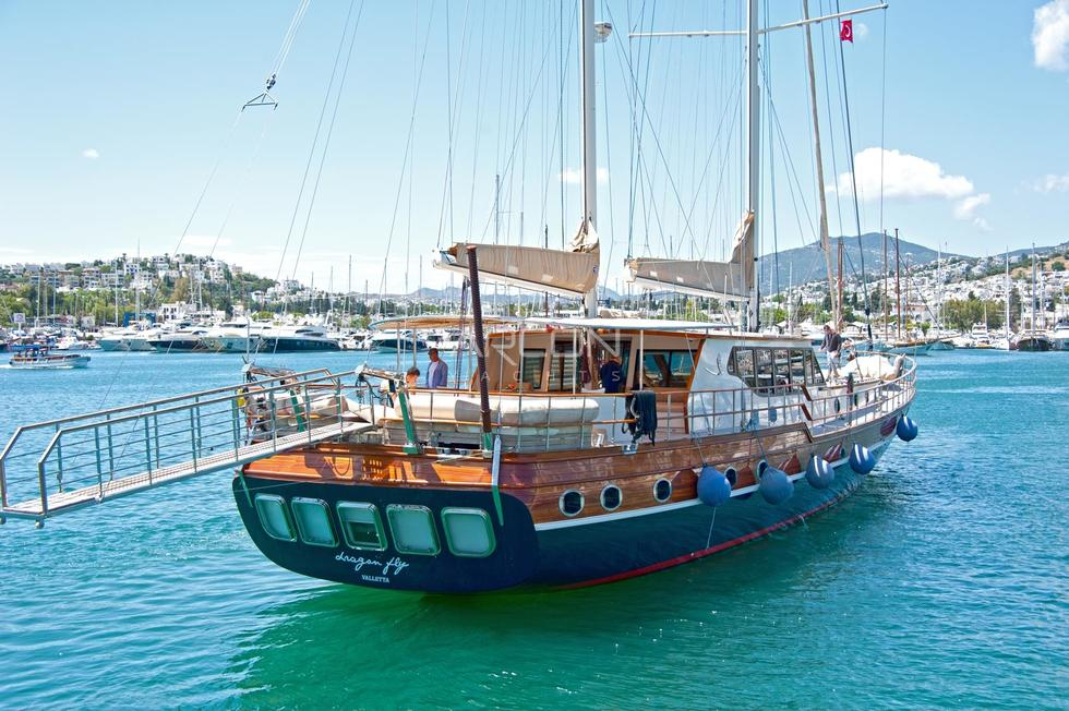 Sailing Ketch DRAGONFLY
